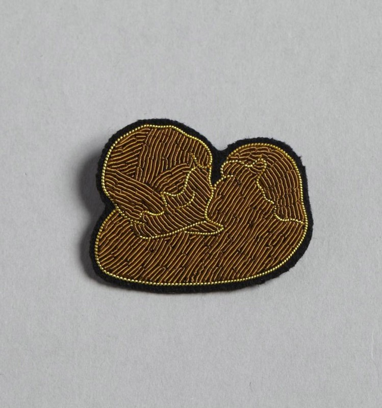 The Kiss Brooch