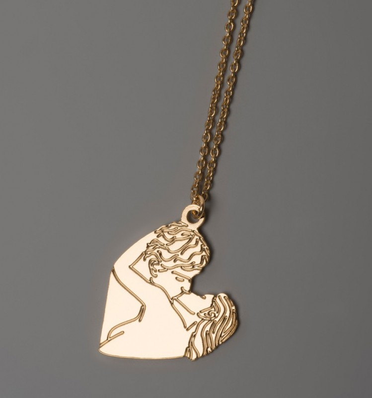 The Kiss Necklace